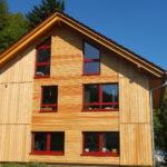 Fertighaus Sanierung mit Zellulose-Dämmung und Holzfassade