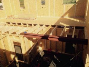 Modernes Haus entsteht in Holzrahmenbauweise
